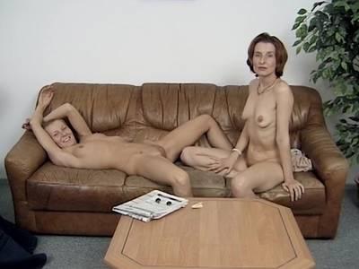 Zwei Milf-Lesben beim Casting