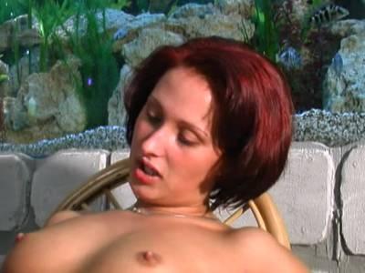 Teenies beim Badespaß lecken sich die Muschis