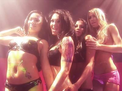 Dildo Lesbenshow im Stripclub